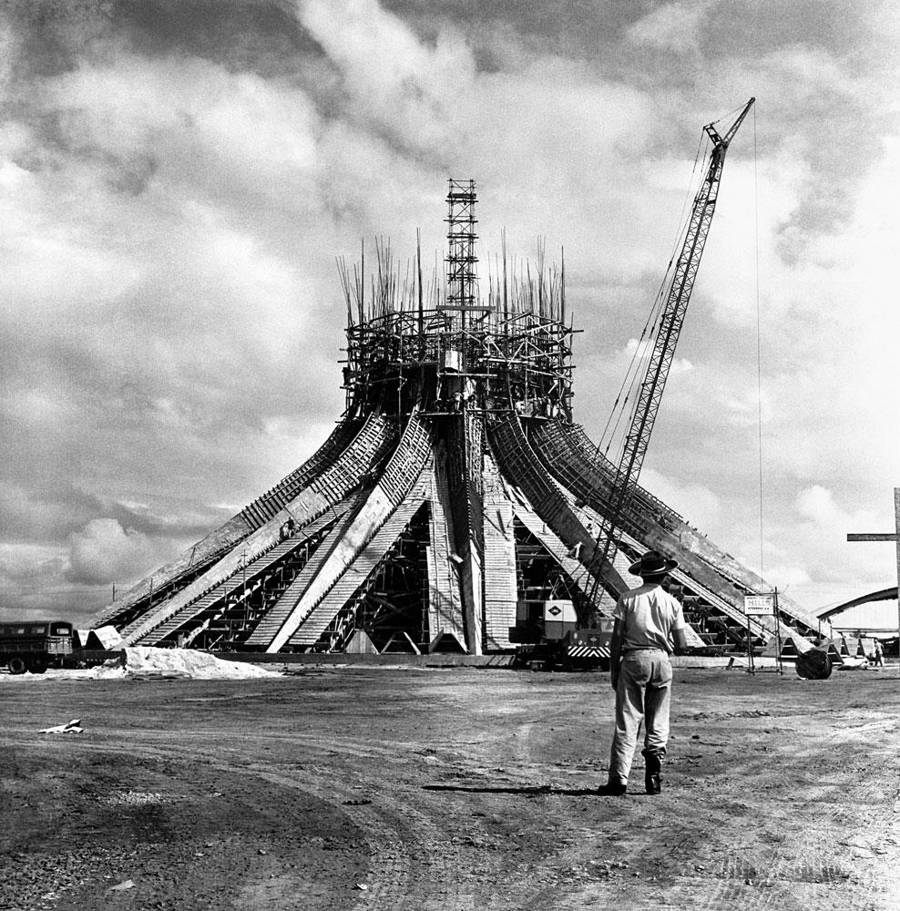 Construção e inauguração de Brasilia, Catedral, trabalhador, candango 3