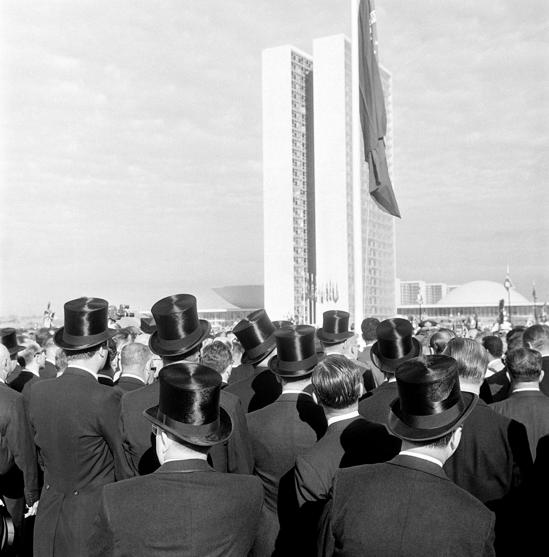 Construção e inauguração de Brasilia. Cartolas. Congresso Nacional. 04
