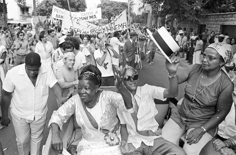 Clementina de Jesus, Cartola e dona Zica em desfile na Banda de Ipanema clementina-de-Jesus-Cartola-e-dona-Zica